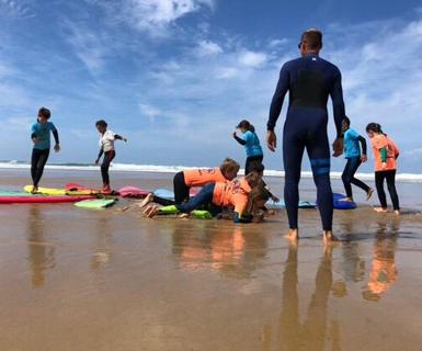 HCL - les stages de surf enfants à Lacanau